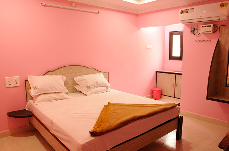 Sujan Residency- Deluxe Triple A/C Room